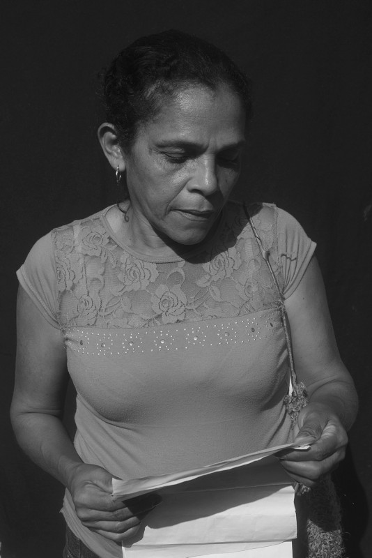 Adaluz Moreno's husband was killed in 1996 in Mamón de Maria. After 3 months of mourning she came to El Carmen, but because of system errors she didn't appear as a victim of displacement. Since 1996 the government has sent her three humanitarian aid checks. She's here sorting out the paperwork surrounding the death of her husband.